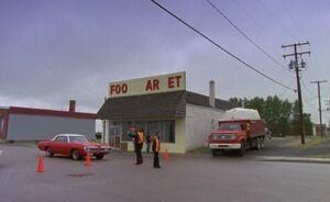 S01E05-Davis Karen Foo Mart traffic