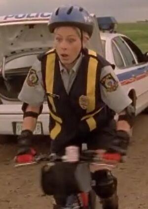 S02E16-Karen bike long