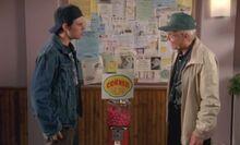 S05E11-Hank Oscar gum