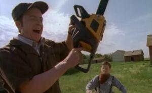 S01E04-Oscar chain saw