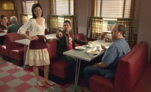 S05E09-Lacey ice cream