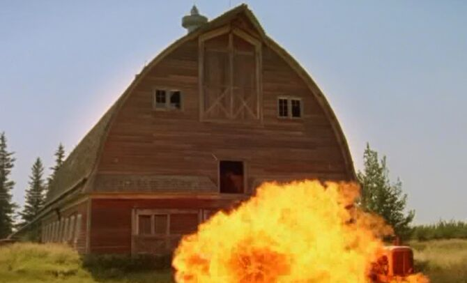 S04E05-Tractor explosion