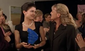 S04E14-Lacey Francine award