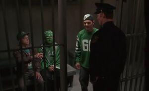 S01E13-Oscar Hank jail