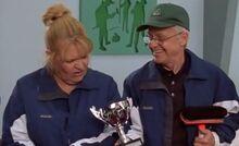 S02E11-Emma Oscar cup