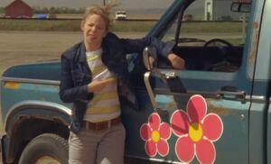 S06E01-Wanda flowers