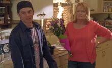 S04E12-Hank Emma flowers