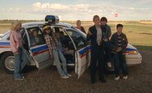 S06E17-Kids and cop car