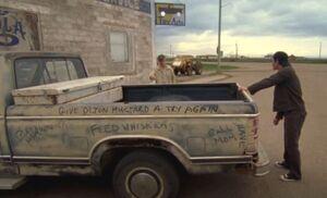 S05E05-Oscar Hank truck