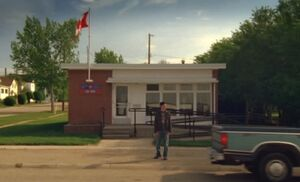 S06E01-Post Office Hank