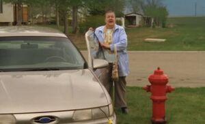 S06E01-Helen car