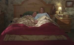 S05E03-Emma Oscar bed