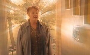S01E04-Emma backlight