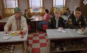 S02E02-Oscar ketchup