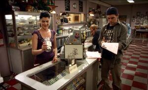 S03E12-Lacey Hank jar