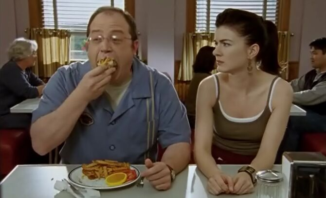 S02E01-Lacey watches Brent eat