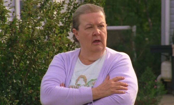S04E17-Helen headshot