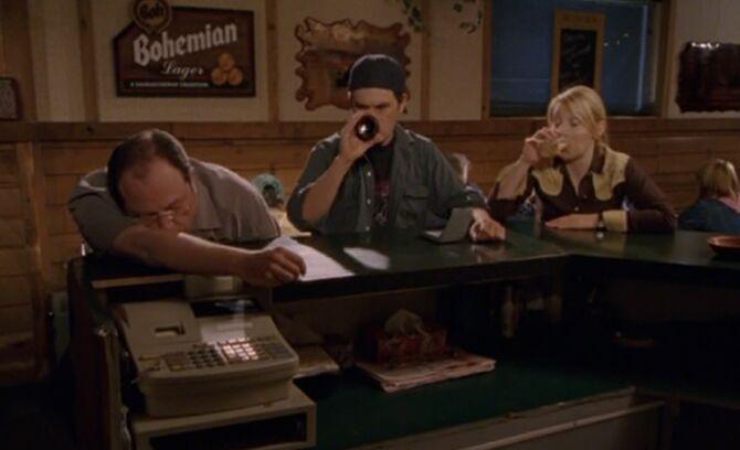 S03E03-At bar