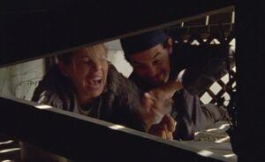 S05E17-Hanks pinches Wanda