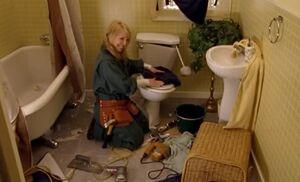 S04E06-Wanda ruined bathroom