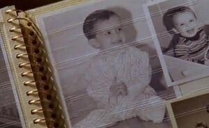 S02E02-Brent baby pics