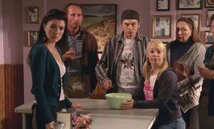 S04E16-Crowd Ruby bowl