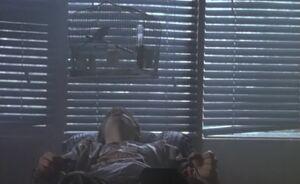 S01E04-Hank under cage