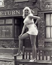 Bet lynch julie goodyear 1970