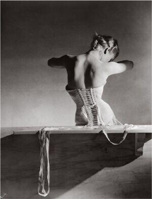 Mainbocher-corset 1939