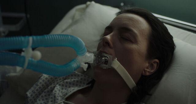 File:Olivia-Williams-as-Emily-Burton-Silk-Hospital-Counterpart-Season-1-Episode-1-The-Crossing.jpg