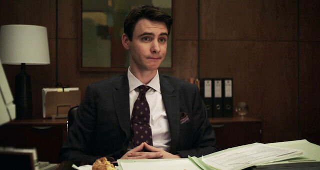 File:Harry-Lloyd-as-Peter-Quayle-on-Counterpart-Season-1-Episode-1-The-Crossing.jpg