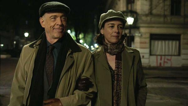 JK-Simmons-Olivia-Williams-D2-Howard-and-D1-Emily-Nehringstraße-Counterpart-STARZ-Season-2-Episode-01-inside-out