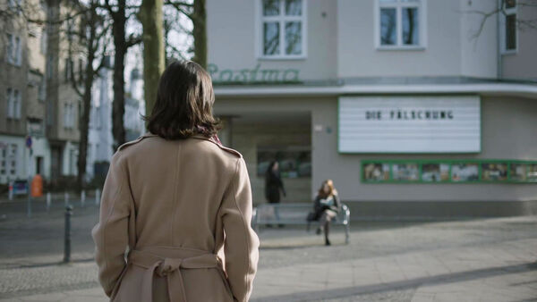 D1-Emily-recovers-her-memories-at-Sieglindestraße-Counterpart-STARZ-Season-2-Episode-01-inside-out