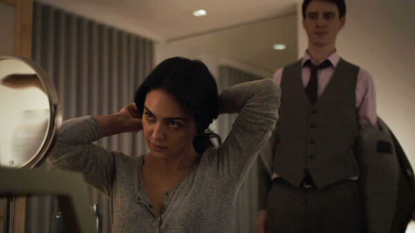 Nazanin-Boniadi-Harry-Lloyd--Clare-and-Peter-Quayle--calm-before-storm-Counterpart-STARZ-Season-1-Episode-7-The-Sincerest-Form-of-Flattery