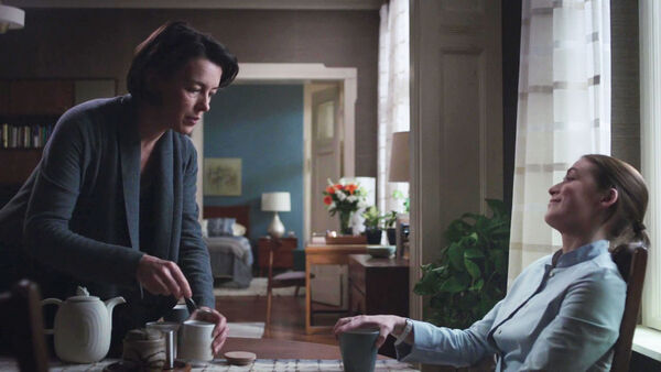 Olivia-Williams-Sarah-Bolger-Emily-and-Anna-enjoy-tea-Counterpart-STARZ-Season-1-Episode-6-Act-Like-Youve-Been-Here-Before