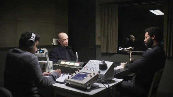 Adeel-Akhtar-JK-Simmons-Nicholas-Pinnock-Casper-D1-Howard-Ian-Shaw-oversight-session-Counterpart-Starz-Season-1-Episode-6-Act-Like-Youve-Been-Here-Before