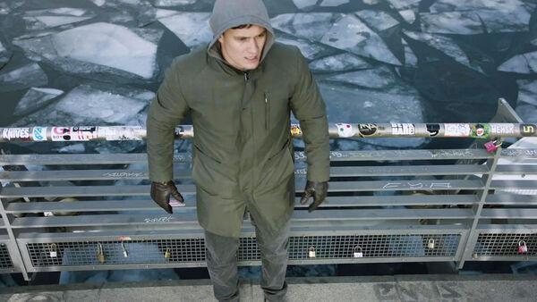 Rafi-Gavron-as-Edgar-Brandt-cornered-Oberbaum-Bridge-Counterpart-STARZ-Season-2-Episode-01-inside-out
