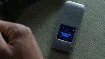 Ian-D2-Phone-Counterpart-STARZ-Season-2-Episode-02-Outside-In