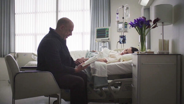 JK-Simmons-and-Olivia-Williams-D2-Howard-and-D1-Emily-at-the-hospital-Counterpart-STARZ-Season-1-Episode-10-No-Mans-Land