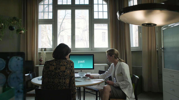 Olivia-Williams-D1-Emily-Doctor-reading-test-Counterpart-STARZ-Season-2-Episode-01-inside-out