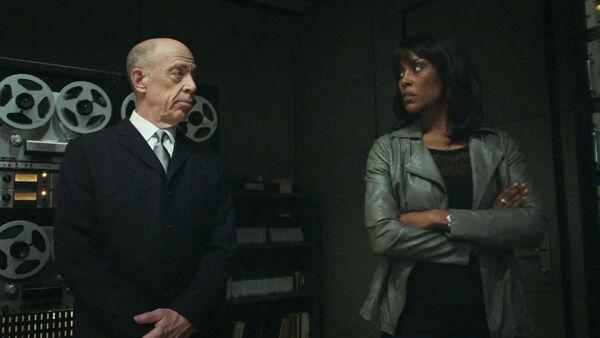 JK-Simmons-Christine-Adams-Cara-is-not-a-Howard-Silk-fan-Counterpart-STARZ-Season-1-Episode-8-Love-the-Lie