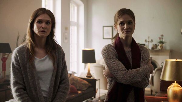Lisa-Hagmeister-as-Alice-Counterpart-STARZ-Season-One-Episode-5-Shaking-the-Tree