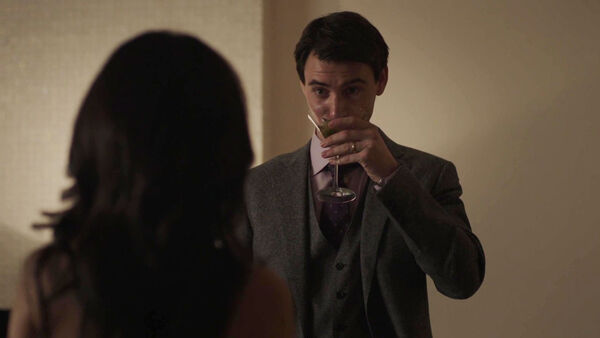 Harry-Lloyd-Peter-Quayle-drinking-too-much-Counterpart-STARZ-Season-1-Episode-7-The-Sincerest-Form-of-Flattery
