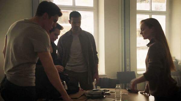 Junes-Zahdi-Sara-Serraiocco-Nolan-Funk-Lotte-Verbeek-Baldwin-with-the-sleepers-Counterpart-Season-1-Episode-9-No-Mans-Land