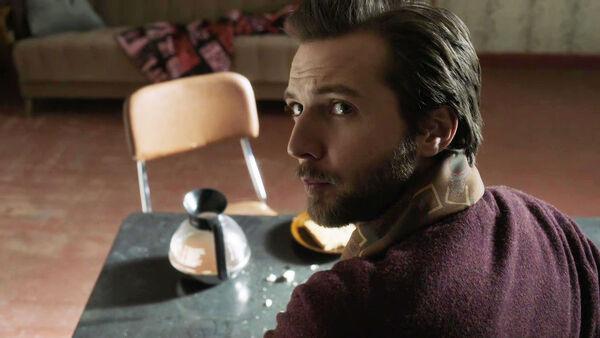 Guy-Burnet-as-Claude-Lambert-watching-the-clock-Counterpart-STARZ-Season-2-Episode-01-inside-out