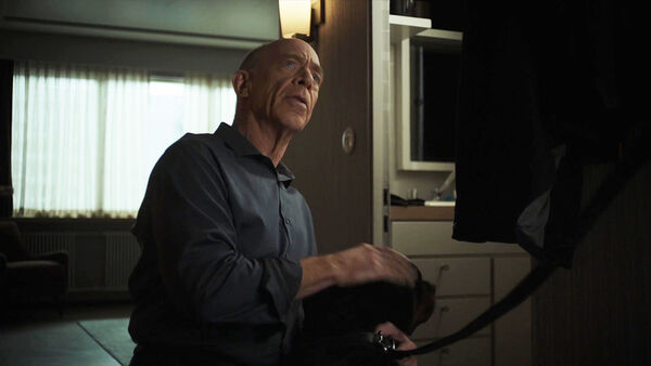 JK-Simmons-D2-Howard-with-Dog-Counterpart-Starz-Season-1-Episode-2-Birds-of-a-Feather