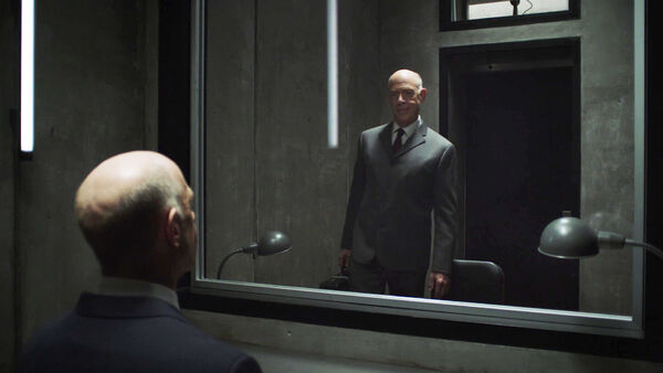 JK-Simmons-Two-Howards-Interface-Counterpart-STARZ-Season-1-Episode-8-Love-the-Lie