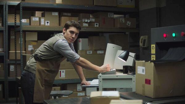 Nolan-Gerard-Funk-as-Oskar-Wolfe-in-the-OI-Mailroom-Counterpart-STARZ-Season-1-Episode-9-No-Mans-Land