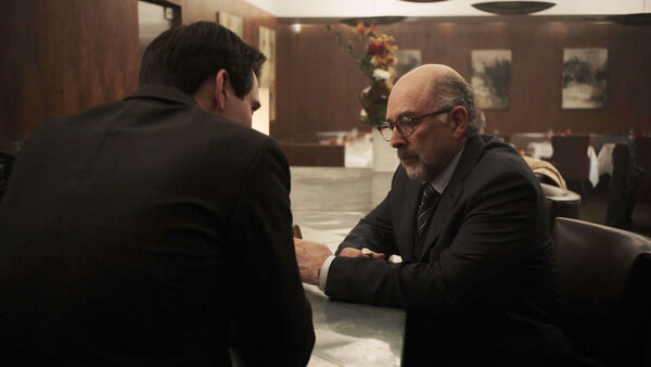 Richard-Schiff-as-Roland-Fancher-with-Peter-Quayle-Counterpart-STARZ-Season-1-Episode-3-The-Lost-Art-of-Diplomacy