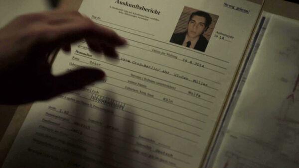 Nolan-Gerard-Funk-is-Oskar-Wolfe-in-Dimension-One-Counterpart-STARZ-Season-1-Episode-5-Shaking-the-Tree